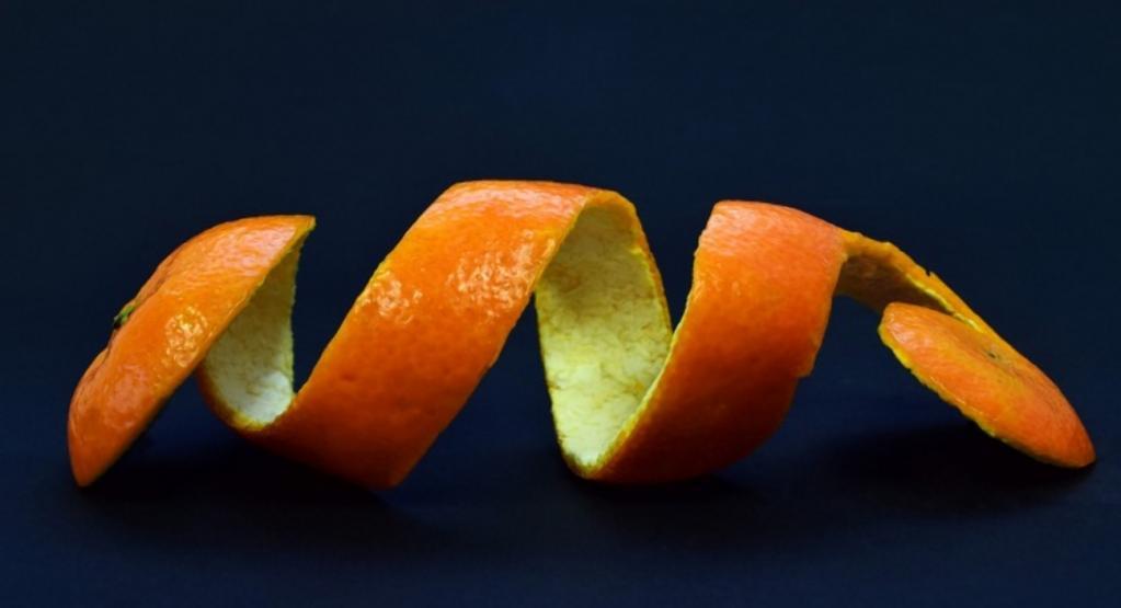 Сода, семена кунжута: как очистить зубы от налета натуральными средствами