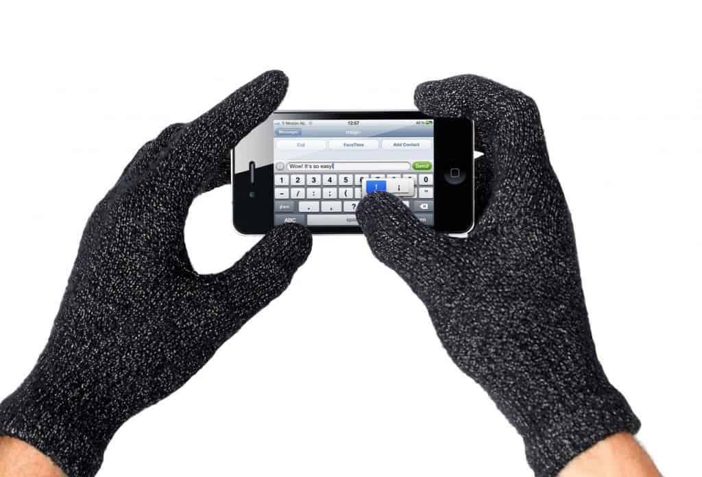 Зонтик-телефон, носовой стилус, айфон с подстаканником: невероятно странные гаджеты для передачи текстовых сообщений