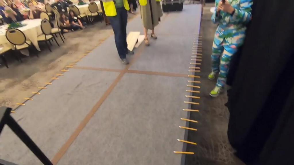 Человек сломал 98 карандашей за одну минуту: он побил свой предыдущий рекорд Книги Гиннесса (90 штук)