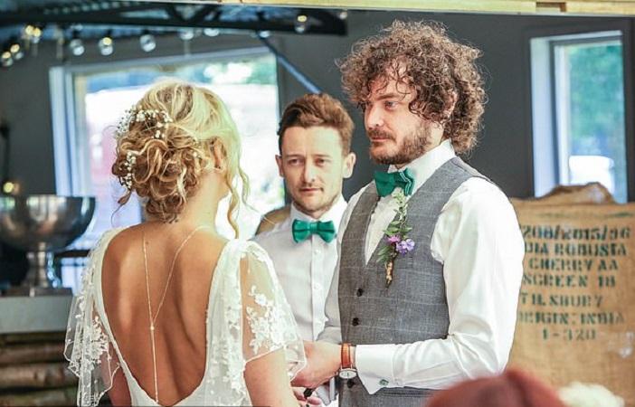 Девушка переделала свое свадебное платье и теперь носит его в повседневной жизни