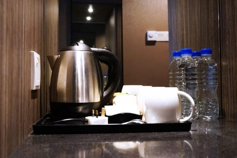 Чувствуете ли вы себя в безопасности? Первые 12 вещей, которые вы должны проверить в гостиничном номере