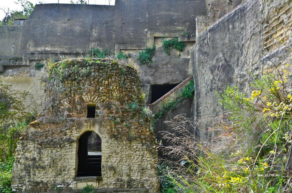 Церковь Пьедигротта: итальянское сооружение, высеченное в скалах и полное очаровательных каменных статуй