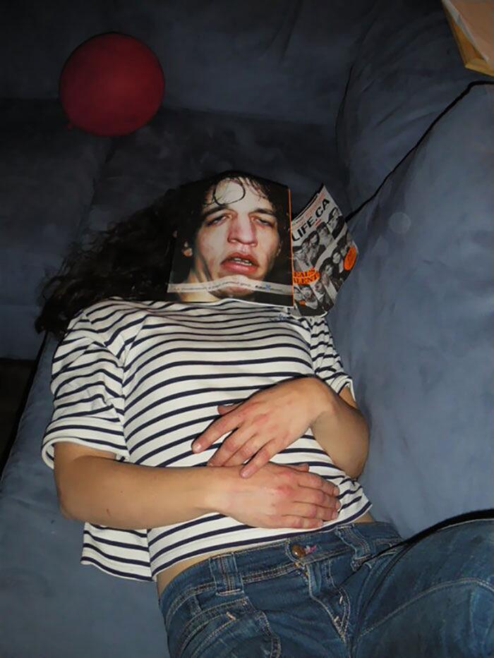 Баю-баюшки-баю: 10 фото людей, способных уснуть в любых условиях