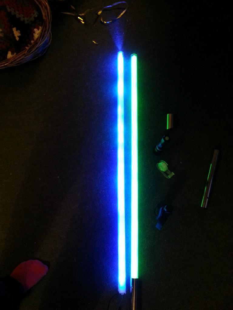 """Парень использовал 110 светодиодов, чтобы сделать световой меч - мечту всех поклонников """"Звездных войн"""" (фото)"""