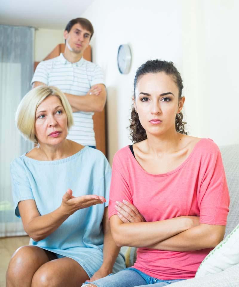 Бабушка отказывается встречаться со своим внуком, потому что ребенок выглядит так же, как ее невестка