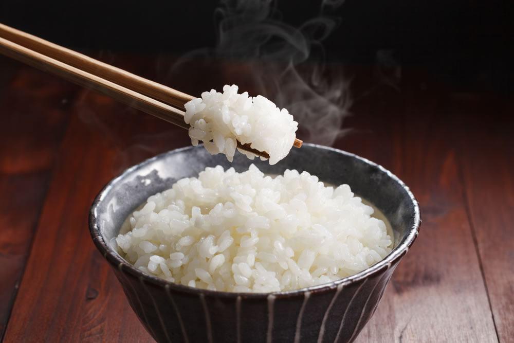картинка рис с палочками иногда случаются определенные
