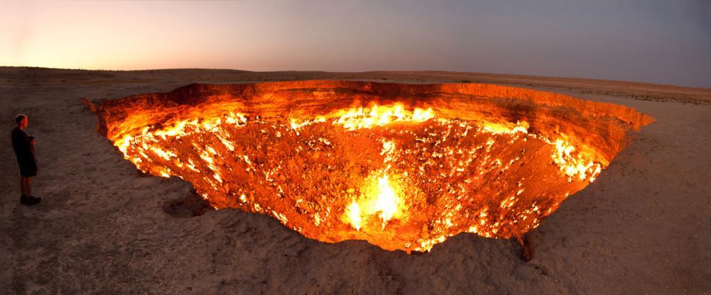 Дарваза – огромный кратер в Туркменистане, который горит уже 40 лет