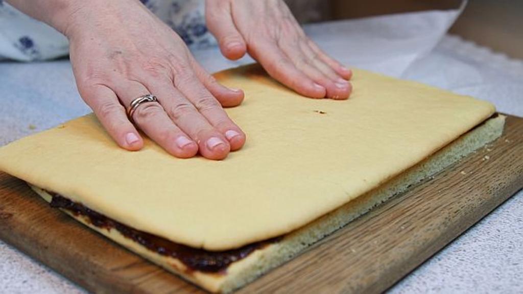 Вспомним детство: приготовим песочное пирожное с глазурью из СССР