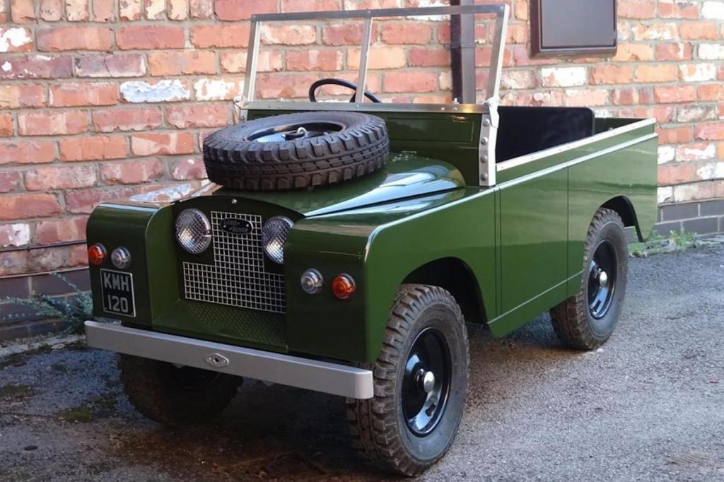 Это не игрушка с педальным приводом: электрический Land Rover - детский вариант с жилым вагончиком