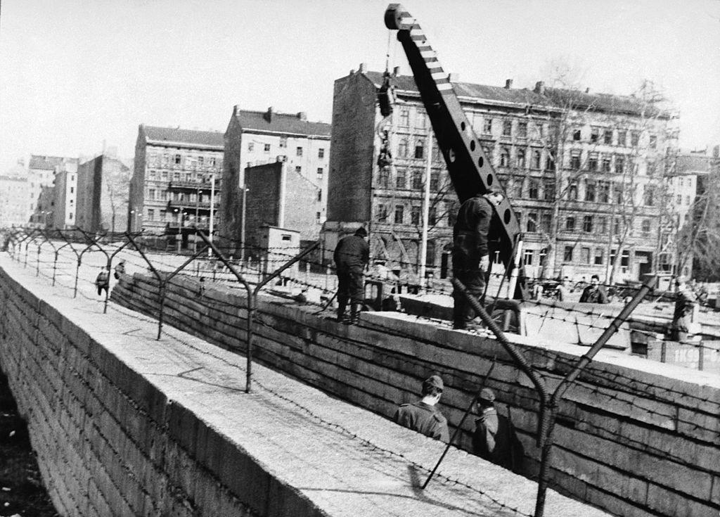 фото возведения берлинской стены быстро качественно, сделали