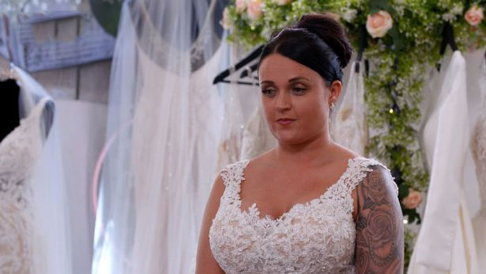 «Если не найду платье - не выйду замуж»: невесте оставался 71 день, но знакомый стилист помог решить проблему