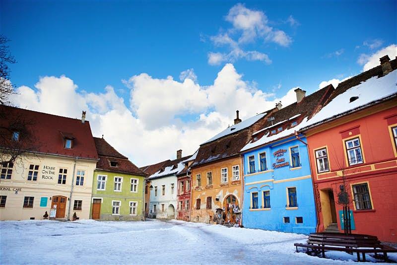Термальные бани Будапешта, северное сияние в Швеции: лучшие страны Европы для запоминающегося зимнего отдыха