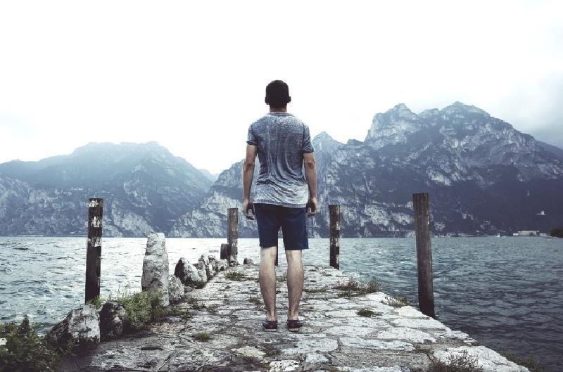 Правило, которое поможет спокойно переосмыслить ситуацию, отреагировать на нее без лишних эмоций и негатива