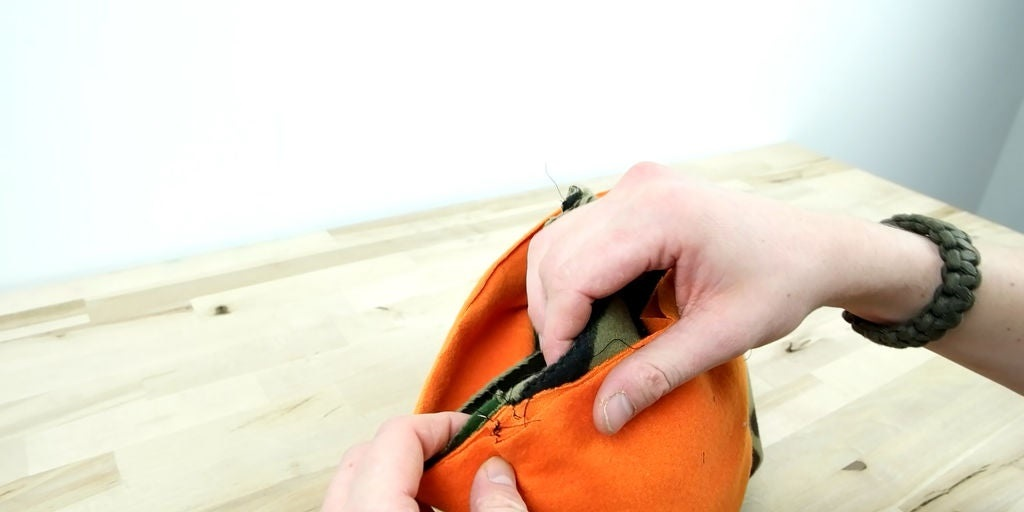 Подростки любят стильно одеваться: своему сыну на осень я сшила теплую балаклаву в спортивном стиле