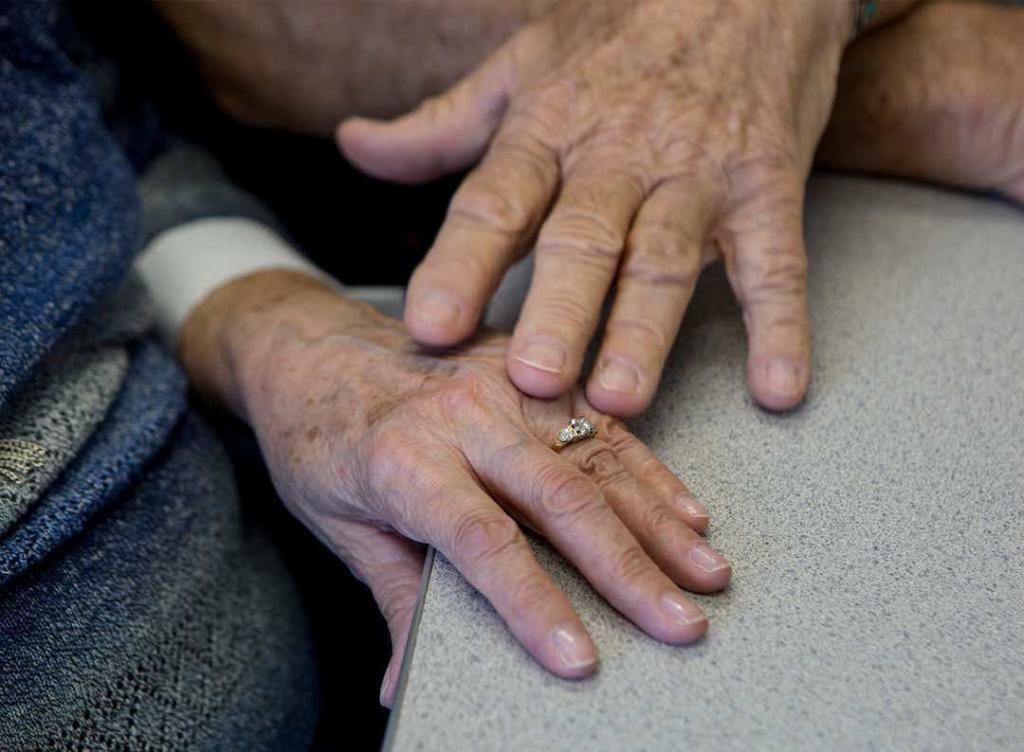 """""""Каждое утро я понимаю, что люблю ее еще больше"""": одноклассники Харви и Аннет встретились через 63 года и поняли, что любовь все еще жива"""