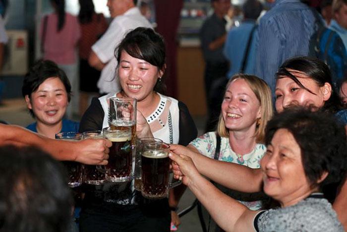 Занавес поднимается: Северная Корея приглашает отметить День Святого Патрика вечеринкой в Пхеньяне