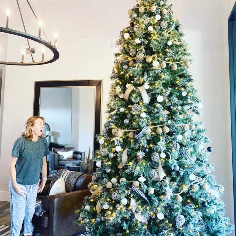 Муж решил сделать сюрприз жене и устроил в доме рождественский рай