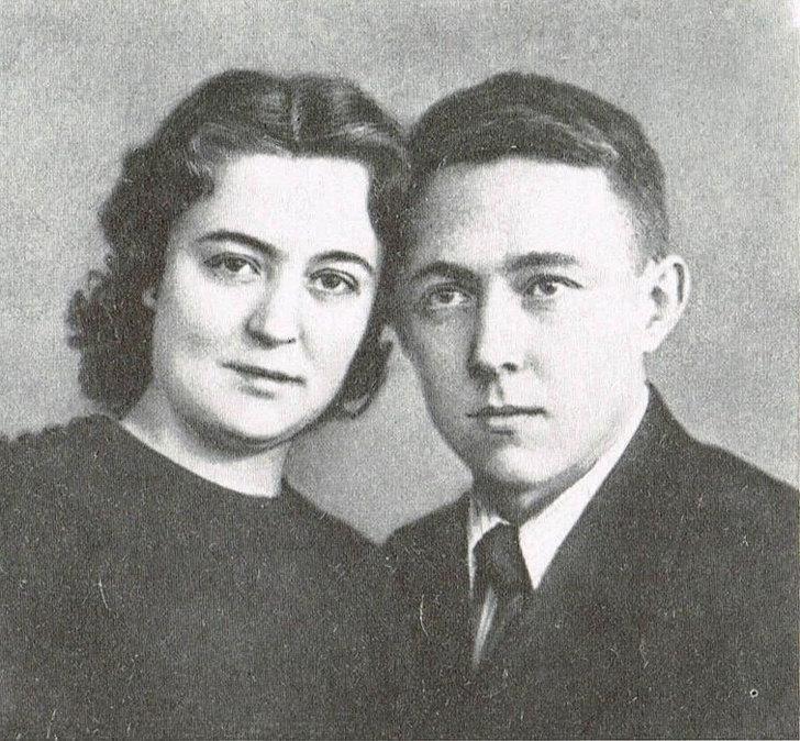 Эйнштейн придумал свод правил для своей жены. Известные мужчины, не сумевшие построить отношения из-за сложного характера
