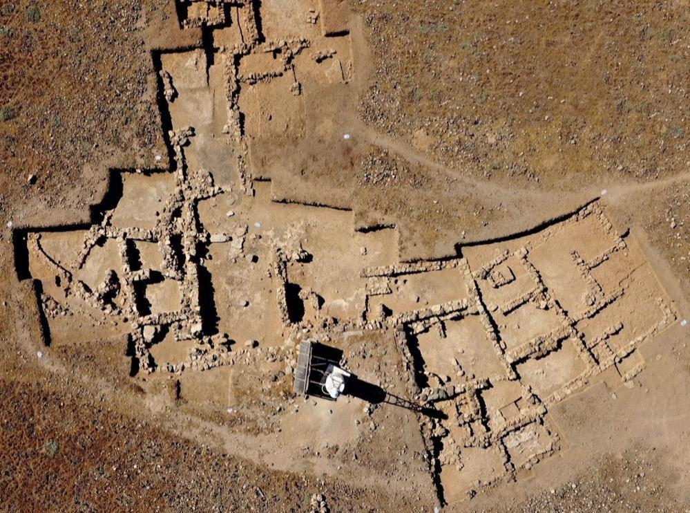 Минойский клад: на Крите археологи обнаружили изделия из золота, стекла и полудрагоценных камней возрастом несколько тысяч лет
