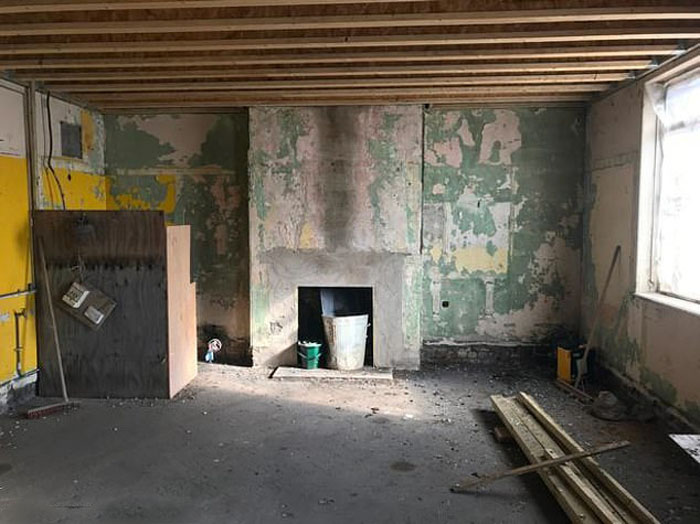 66-летняя женщина купила билетную кассу в Кардиффе и мечтает превратить ее в шикарный дом с тремя спальнями