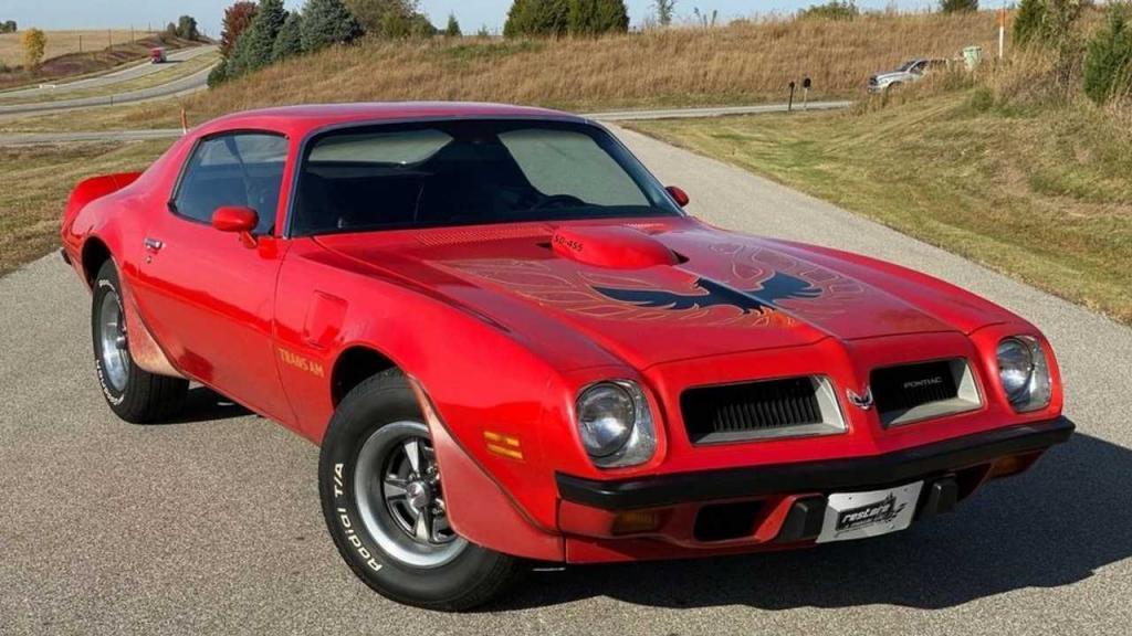 Неожиданная гаражная находка: в Минессоте обнаружили девять редких автомобилей Понтиак Firebird