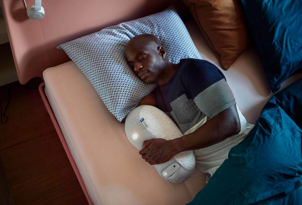 """Специалисты придумали робота, который """"дышит"""" вместе с вами, когда вы спите"""