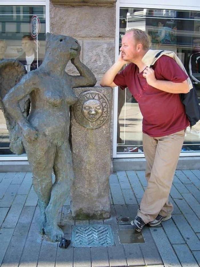 фото прикольных памятники статуи