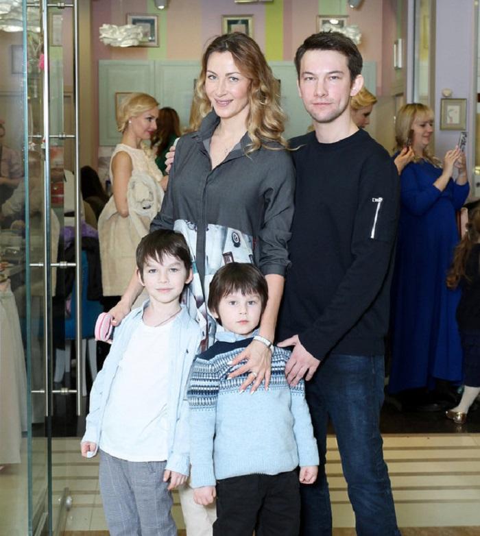 знаем, кирилл емельянов с женой фото этим замечательным праздником