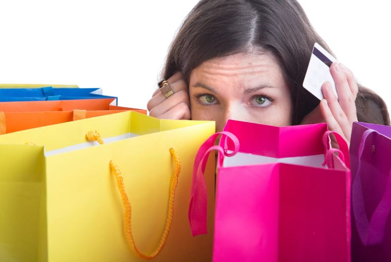 Живем не по средствам: 5 ошибок, которые мы совершаем с деньгами