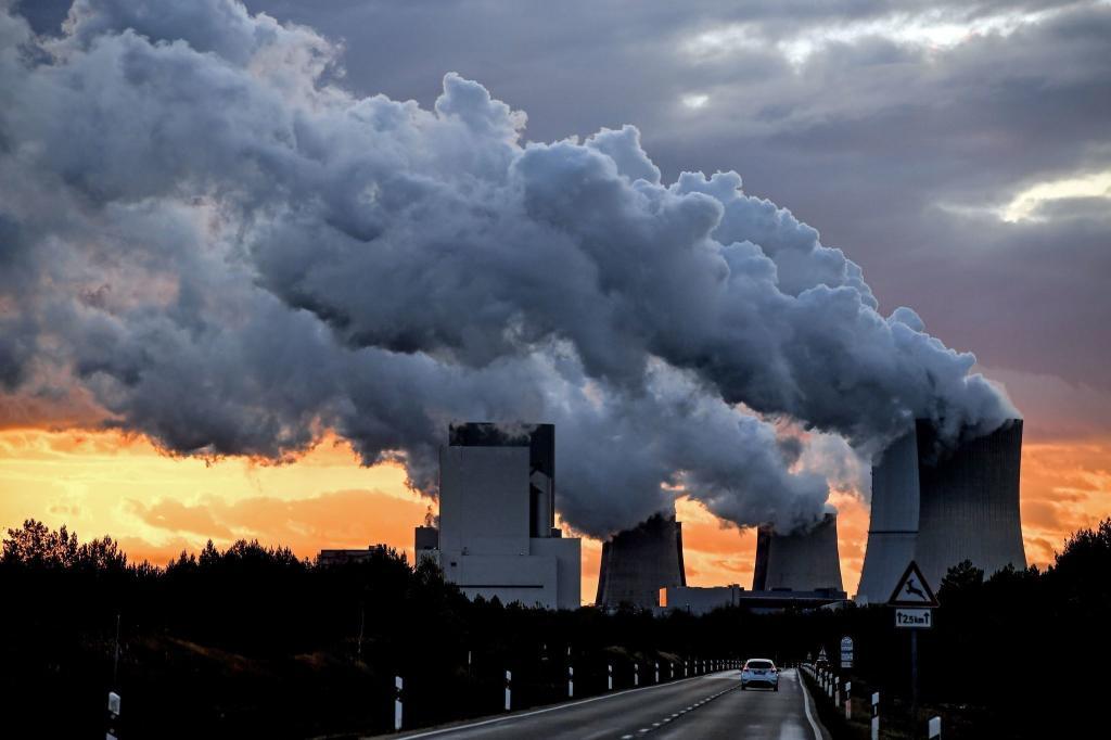 Мы должны сократить выбросы и минимизировать их вред, а также адаптироваться к новым климатическим реалиям. Ни один человек или компания не могут остаться в стороне