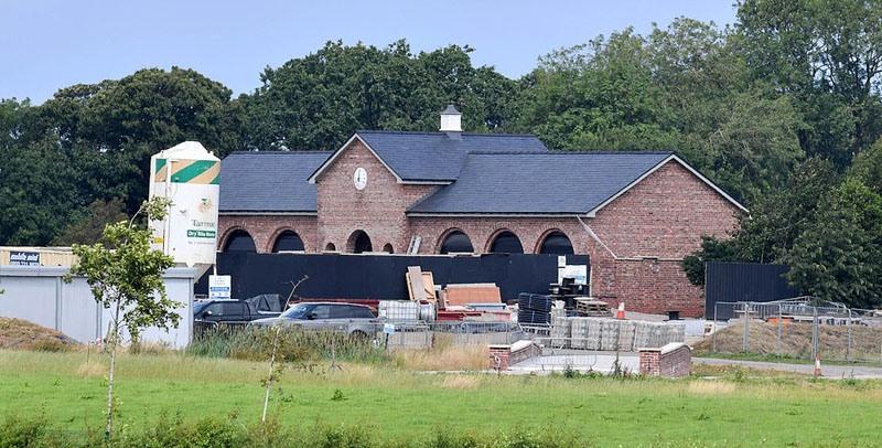 Уэйн Руни строит собственное футбольное поле с раздевалками в своем особняке Моррисонс за 20 млн £