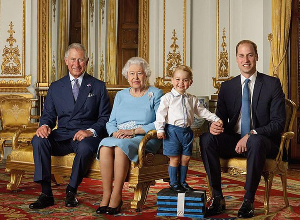 """""""Моя любимая рубашка"""". Пользователи обратили внимание, что принц Джордж на всех мероприятиях появляется в одной и той же вещи"""