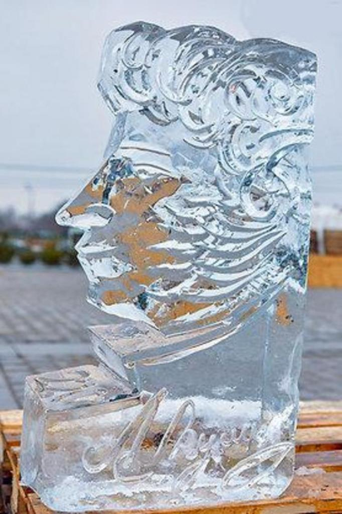 Гоша Куценко победил в конкурсе по вырезанию фигур изо льда