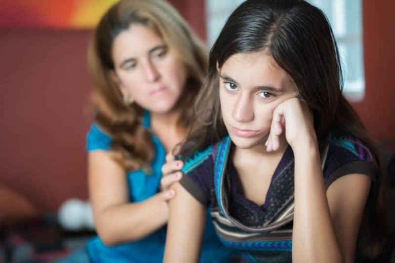 Возможности фотошопа в соцсетях могут дать подросткам большие комплексы. Психологи дали родителям советы, как им помочь