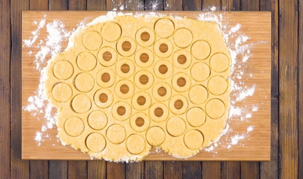 Сделала тортик из пончиков с шоколадным кремом. Не ожидала, что получится настолько вкусно