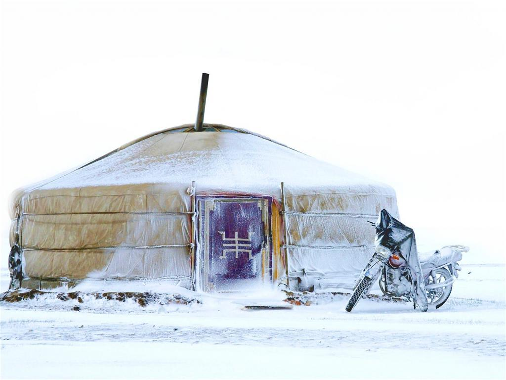В поисках настоящих приключений крепкие туристы едут в Монголию зимой. Этот опыт не сравним ни с чем