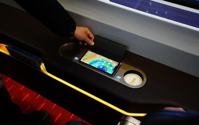 В Китае начал курсировать первый в мире сверхскоростной пассажирский экспресс на автопилоте
