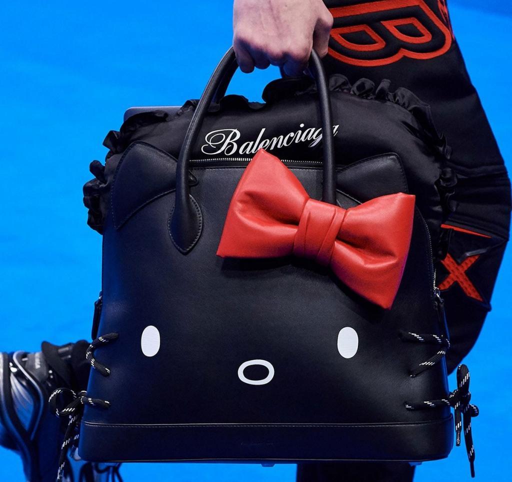Парижский бренд Balenciaga представляет сумку Hello Kitty за 160 000 рублей