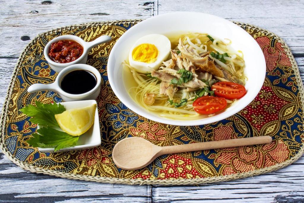 Не рамэном единым: гавайский саймин и еще 6 супов с лапшой, которые стоит отведать в разных странах мира
