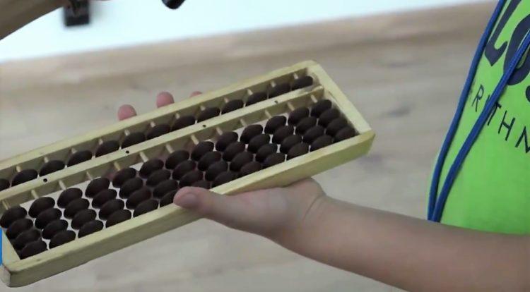 8-летняя девочка продавала печенье, чтобы осуществить свою мечту. Ее история стала известна директору авиакомпании
