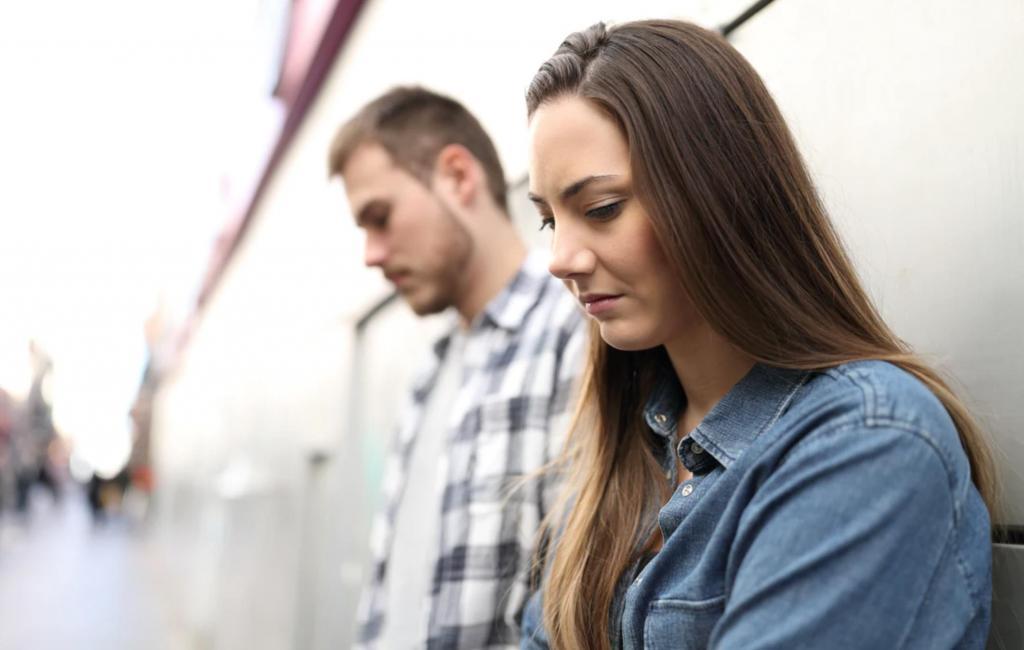 Одиночество в отношениях: почему некоторые люди чувствуют его, и как это исправить - ответы эксперта