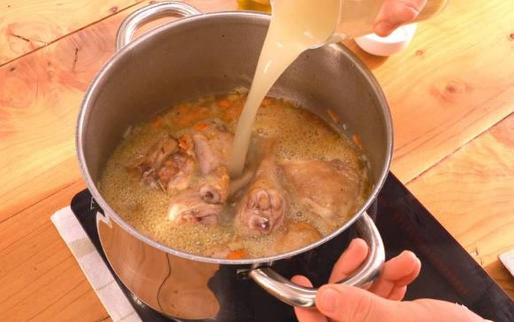 Мясо просто тает во рту, а весь секрет в пиве: мою фирменную курочку гости обожают