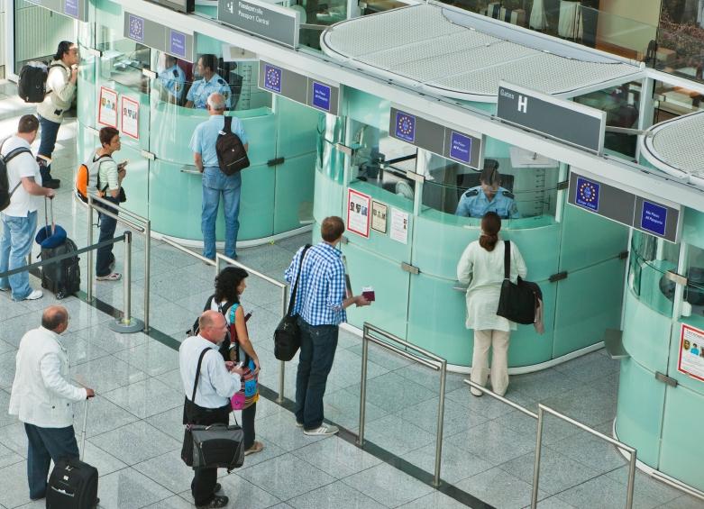 Паспорт подростка был ошибочно аннулирован, но парень это понял, когда пересек 12 границ