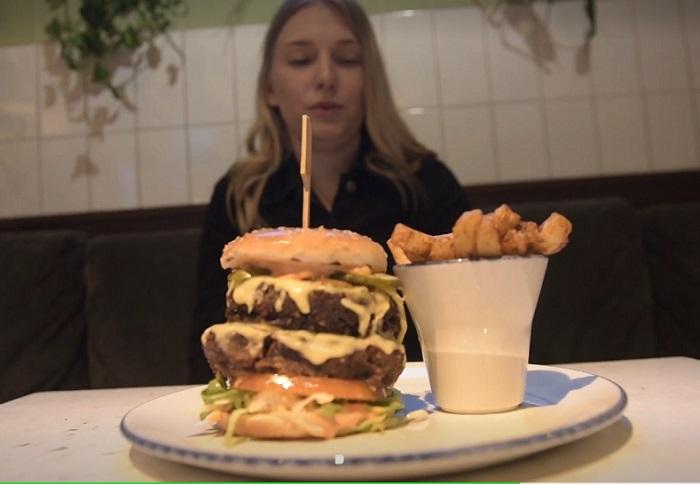 Лакомство для веганов: трудно поверить, но гамбургер полностью состоит из растительных компонентов