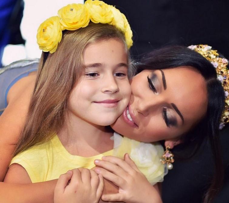 Умилительный снимок: 11-летняя дочь Алсу выложила свое фото в младенчестве