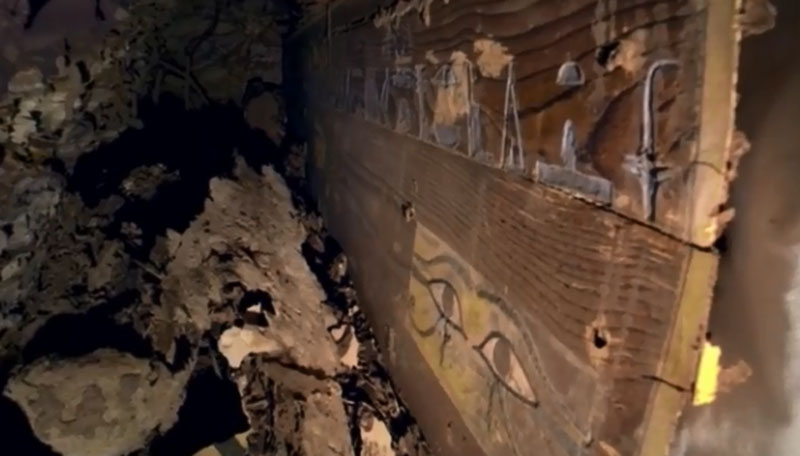Мечта сбылась: египетский археолог обнаружил неповрежденную мумию в гробнице недалеко от Асуана