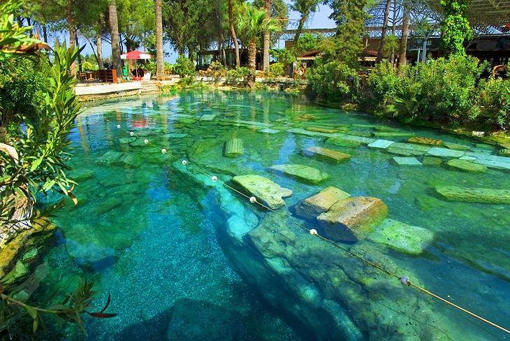 Многие знают про кальцитовый утес в Памуккале, что же еще можно исследовать на этом прекрасном турецком курорте