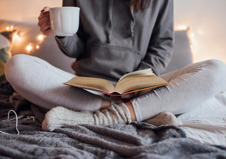 Оставляйте 30 минут перед сном на книгу: 7 привычек, которые помогут больше читать