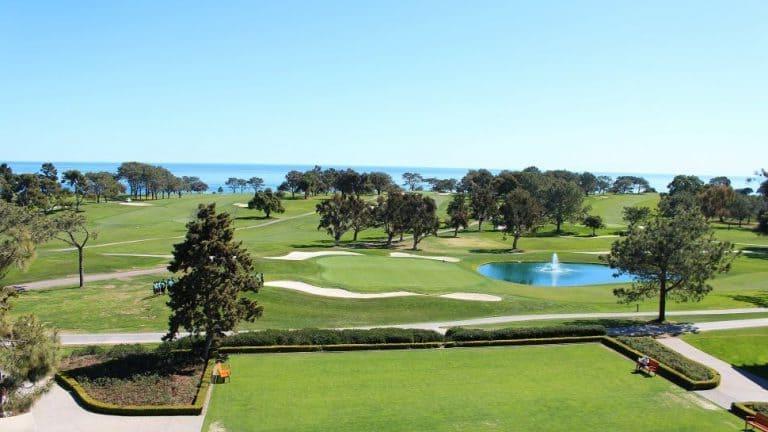 """Огромное поле для гольфа, шум волн и потрясающие виды любого заставят влюбиться в отель """"Торри Пайнс"""""""
