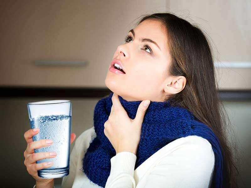 Простая соль, а столько плюсов: почему полоскание рта и горла солью так полезно